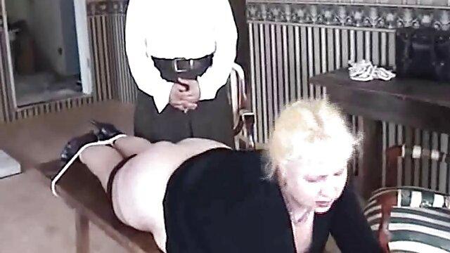 Sexe pas d'inscription  Une fille sexy fume porno vintage francais complet une cigarette dans la chatte