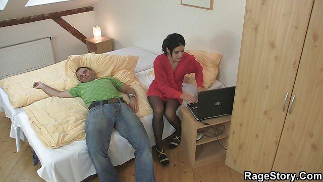 Porno gratuit sans inscription  Chubby extrait video porno francais amateur avec bretelles suce une bite