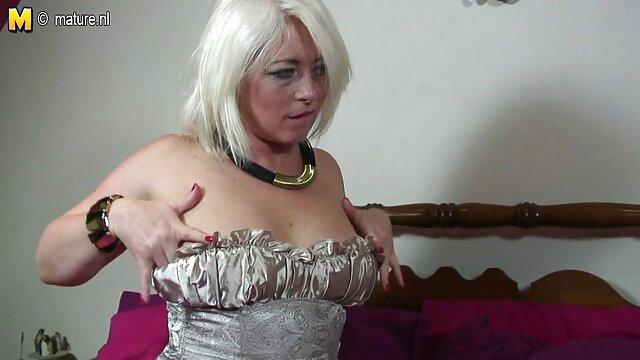 Sexe pas d'inscription  Petite filmes pornos francais mignonne aux seins frotte sa chatte charnue