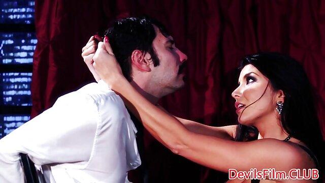 Sexe pas d'inscription  MILF film x francais streaming gratuit amateur en bas noirs se masturbe devant le miroir