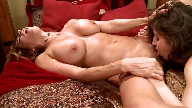 Sexe pas d'inscription  Salope aspergée de peinture rouge chaude film porno black en français