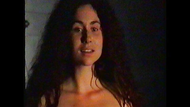 Sexe pas d'inscription  Rate This MILF - MILF amateur aux gros seins porno gratuit vf en lingerie joue avec